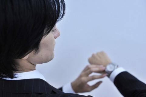 腕時計は男性の嗜み、初めての購入はシンプルなデザインのモノを!
