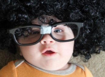 大きな眼鏡の子供