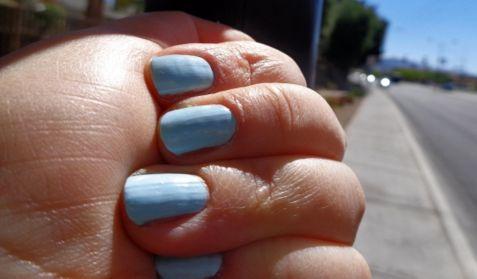青いネイル