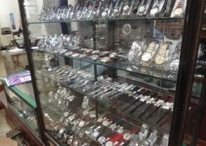 ショーウインドーの腕時計