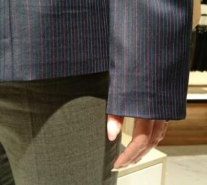 袖の長いジャケット