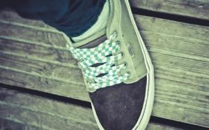 靴紐の結び目がないスニーカー