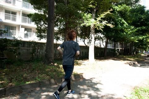 高田純次さんのようにダンディに着こなすには、お腹周りがポイント!