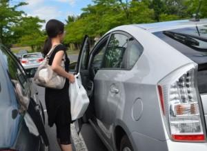 車のドアの閉め方