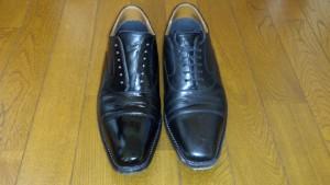 光沢のある革靴