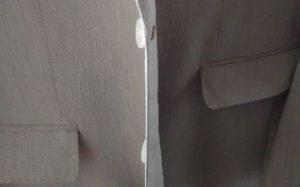 ジャケットのボタンと裏ボタン