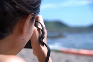 女性の耳の裏