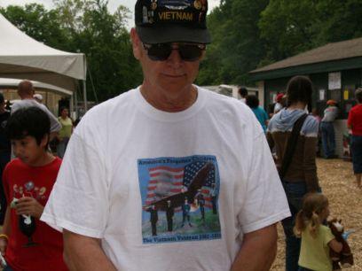 ブカブカのシャツのおじさん