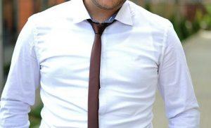 軽薄に見えるネクタイの結び目