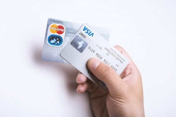 二枚のクレジットカード