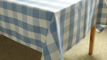 青いチェックのテーブルクロス