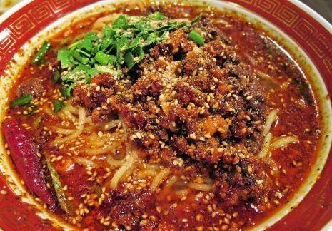 赤い担々麺