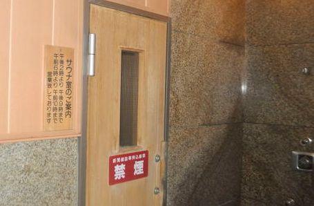 サウナのドア