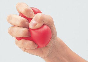 ボールを握る手