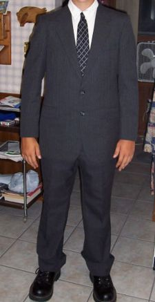スーツが似合わない男性