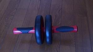 二輪の腹筋ローラー