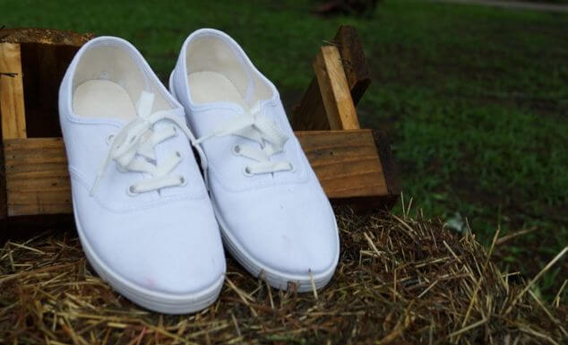 可愛い白のスニーカー