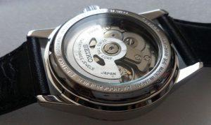 ピカピカの機械式時計の裏側