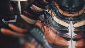 様々な紐靴の革靴