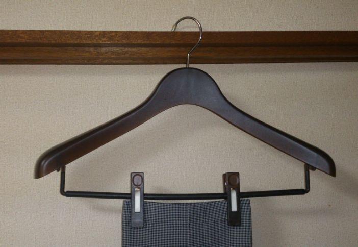 簡単なズボンのお手入れ方法、専用ハンガーが理想!