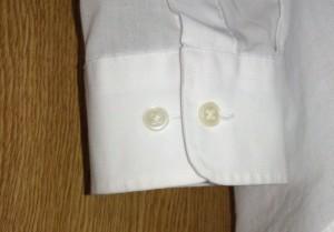 ワイシャツの袖のボタン