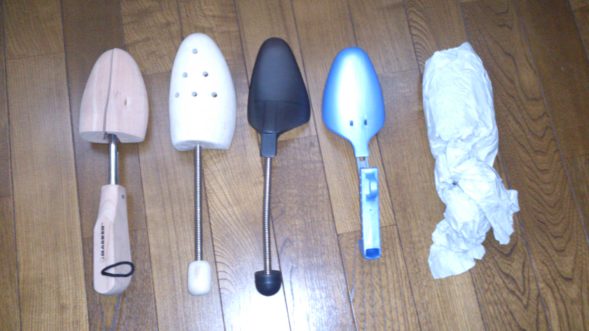 革靴の保管方法、とりあえず新聞紙シューキーパーで形をキープ