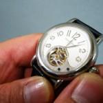 お葬式に身に付けていけるシンプルな針時計を持っておこう
