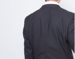 皺が寄ったスーツ