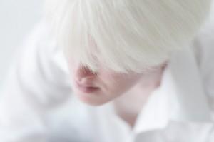 白髪の男性