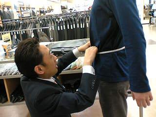 紺色(ネイビー)のジャケットがおすすめ!無難だが万能