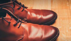 上品な茶色の革靴