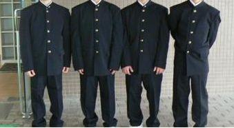 ブカブカの学生服