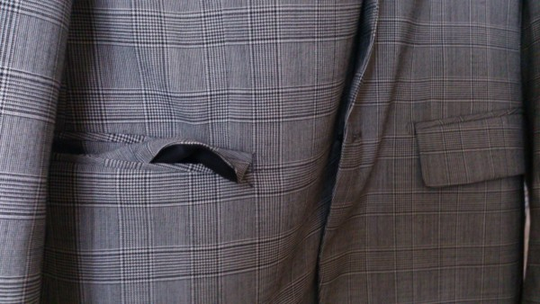 スーツのポケットの蓋