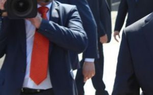 太って見えるネクタイの結び目