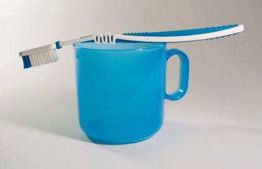 歯ブラシとコップ