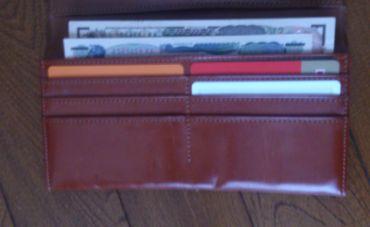 お札の向きが逆の財布