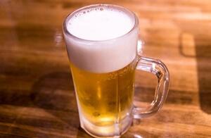 居酒屋のビールジョッキ