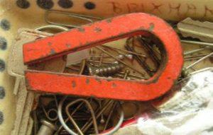 磁石にくっついた鍵