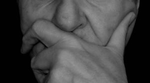 「間違った鼻毛処理」が鼻毛を飛び出させる理由