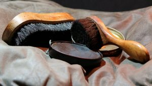 年期の入った靴磨きの道具
