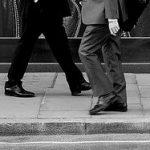 男性の歩き方についての考察!見た目の印象と健康への影響