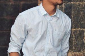 男性がシワ加工シャツを上手に着こなすポイント!