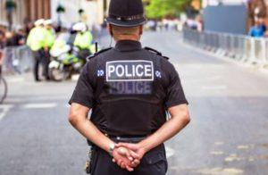 きりっとしたイギリスの警察官の制服