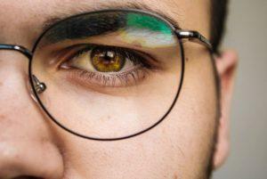 眼鏡が似合わない男性の特徴!自分の好みで選ぶのはNG